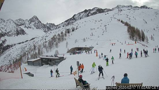 Argentiere webcam at lunchtime today