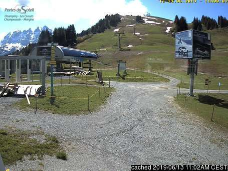 Champéry webcam at 2pm yesterday