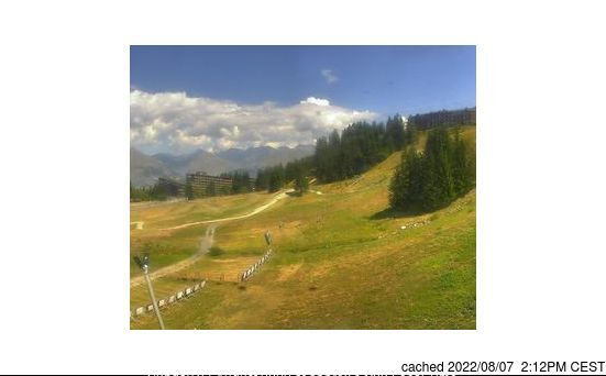 Les Arcs webcam at lunchtime today