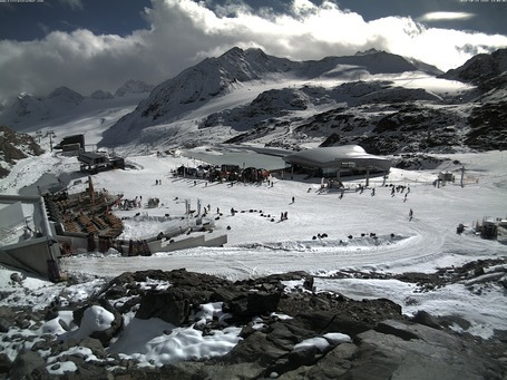 Pitztal Glacier webcam at 2pm yesterday